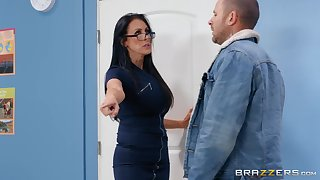 Nerdy MILF in glasses Reagan Foxx rides her client at the office